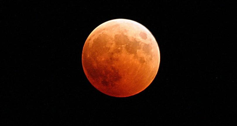 Dónde y cómo seguir el eclipse lunar de hoy 7 de Agosto